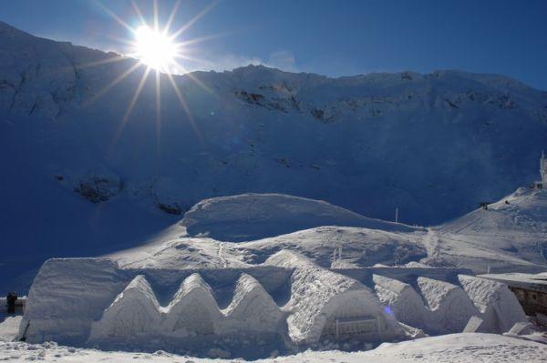 Romania-balea-lake-ice-hotel