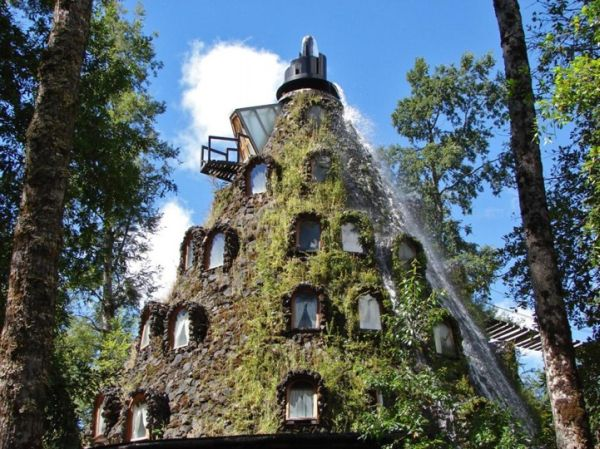 chiles-water-spewing-volcano-hotel