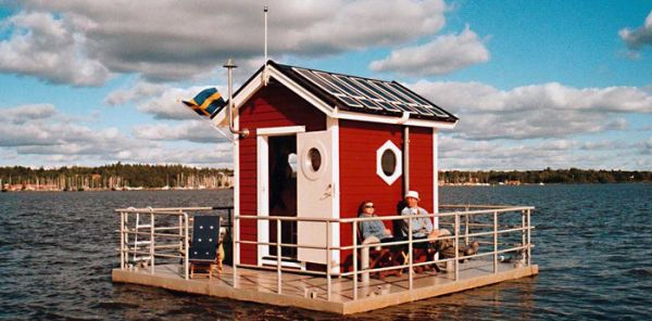 floating-house-on-the-lake