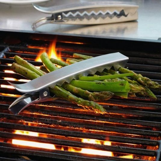 50-Useful-Kitchen-Gadgets-You-Didnt-Know-Existed-grill-clips