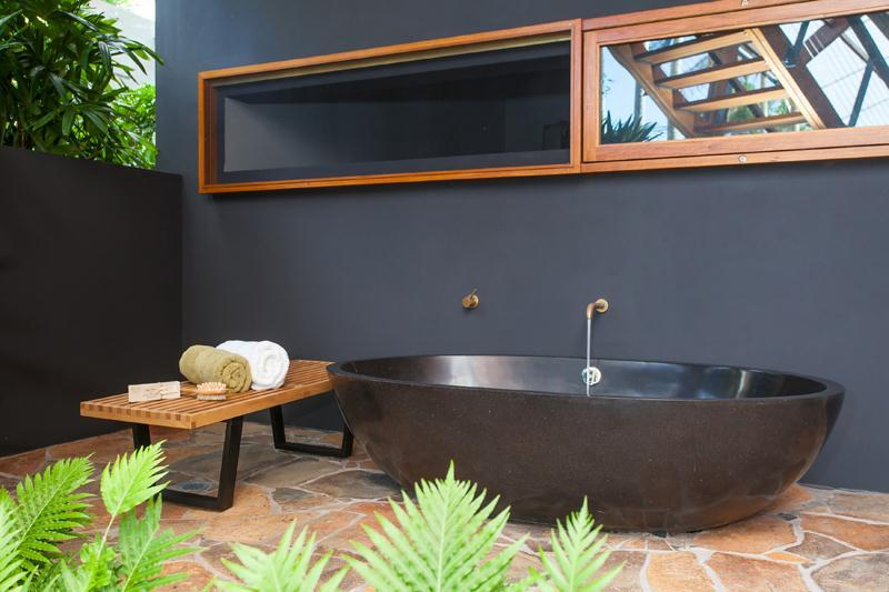 11-Black-bathtub