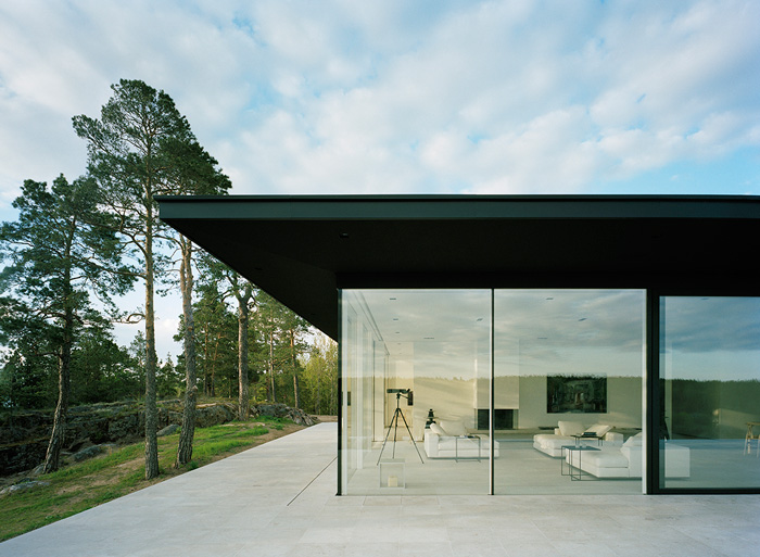 Modern-Lake-House-Exterior-3